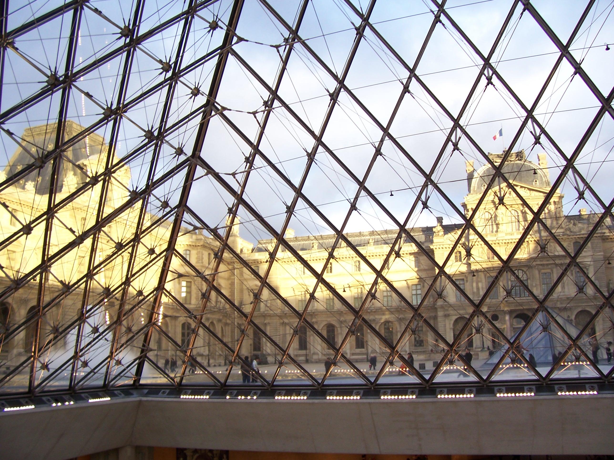 Париж удивительный притягательный